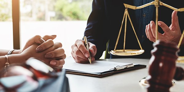 How To Choose the Right Lawyer: The Best Guide