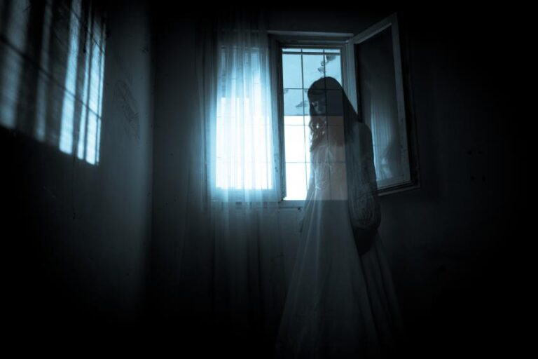 How to Talk with Ghosts in Phasmophobia